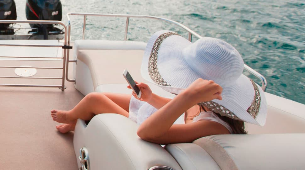 Broadband communication systems for yachts